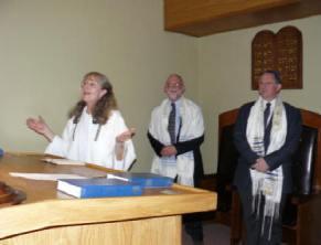In Temple Hillel communal prayer